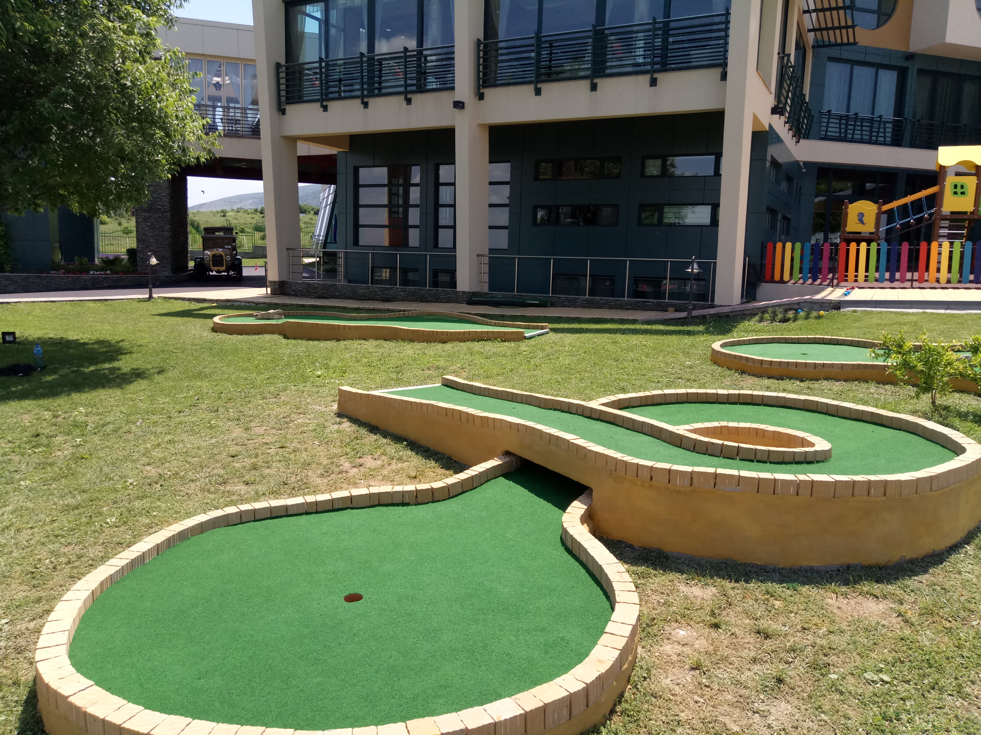 Enjoyable Portable Miniature Golf Courses For Indoor And Outdoor Use Download Free Architecture Designs Intelgarnamadebymaigaardcom