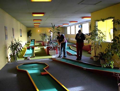 Portable Miniature Golf Courses For Indoor And Outdoor Use
