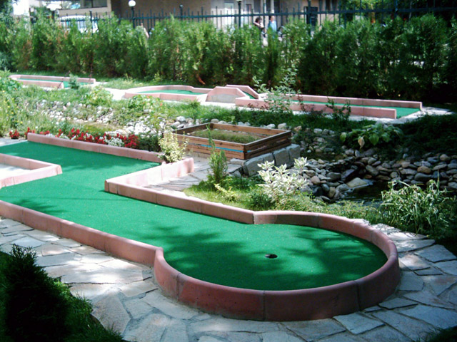 garden miniature golf