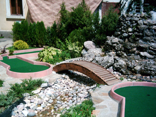 landscaped minigolf