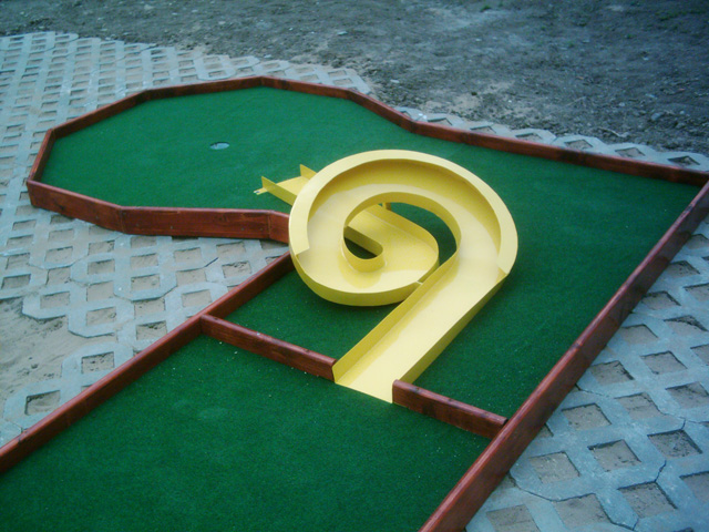 ... Portable Minigolf Obstacle ...